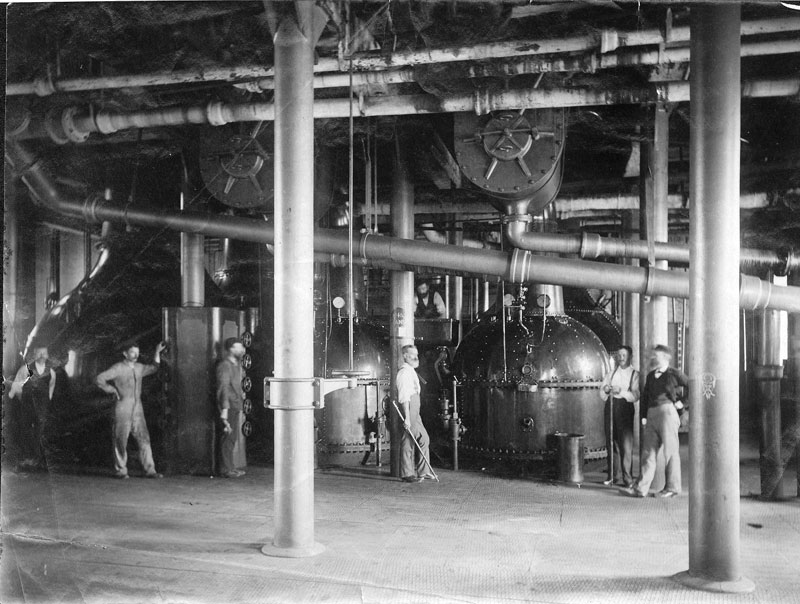 Vacuum pan station, circa 1892