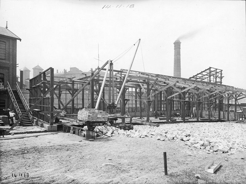 Rebuilding the sugar store after the fire